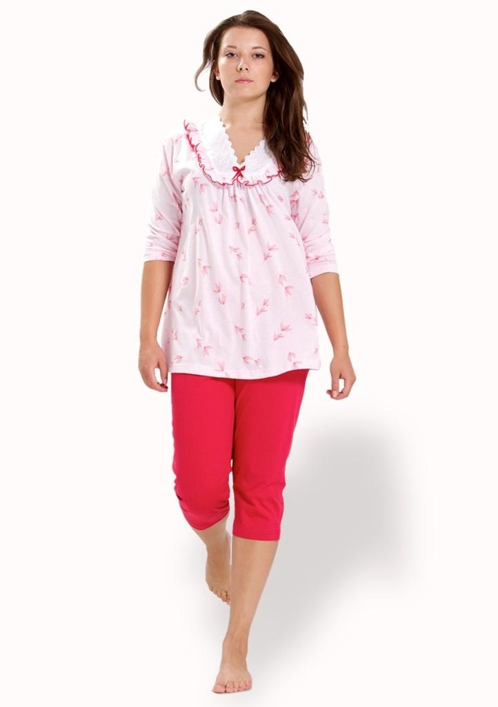 Dámské pyžamo s krajkou u krku a capri kalhotami