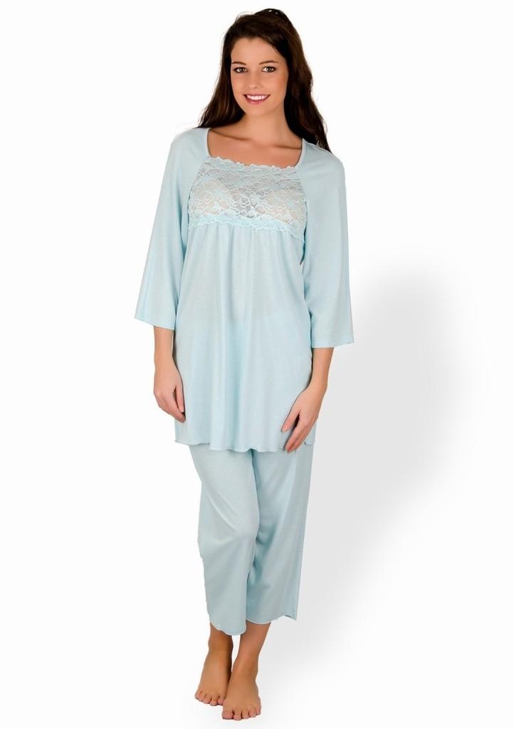 Dámské pyžamo s jemnou krajkou a capri kalhotami