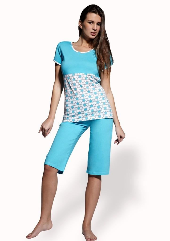 Dámské pyžamo s vzorem srdíček a capri kalhotami