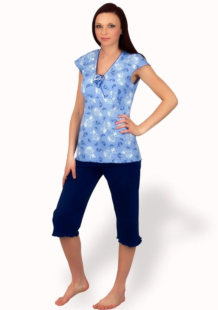 Dámské pyžamo s vzorem květů a capri kalhotami