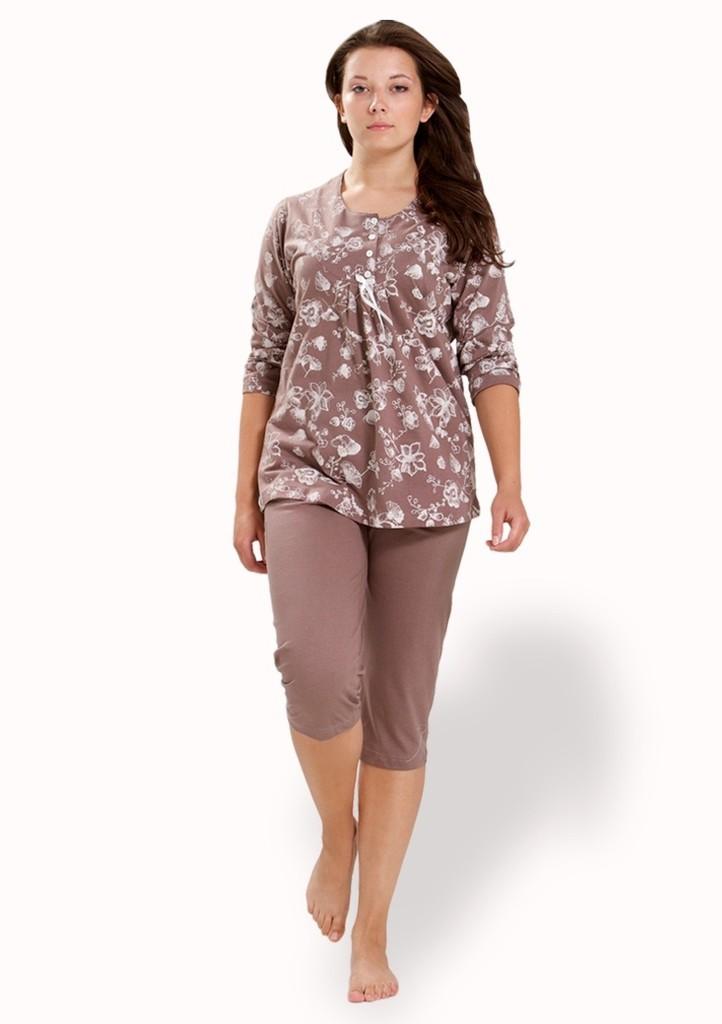 Dámské pyžamo s vzorem květin a capri kalhotami