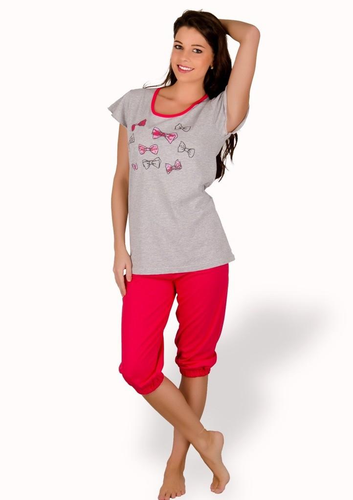 Dámské pyžamo s obrázkem mašlí a capri kalhotami