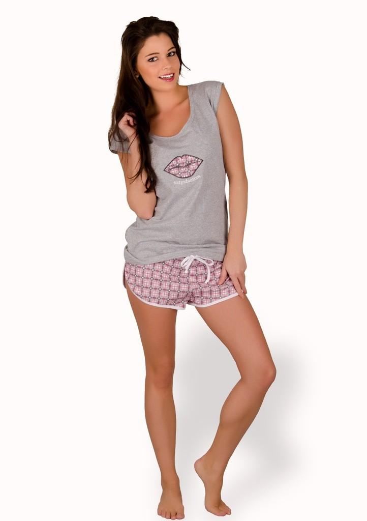 Dámské pyžamo s obrázkem rtů a kraťasy