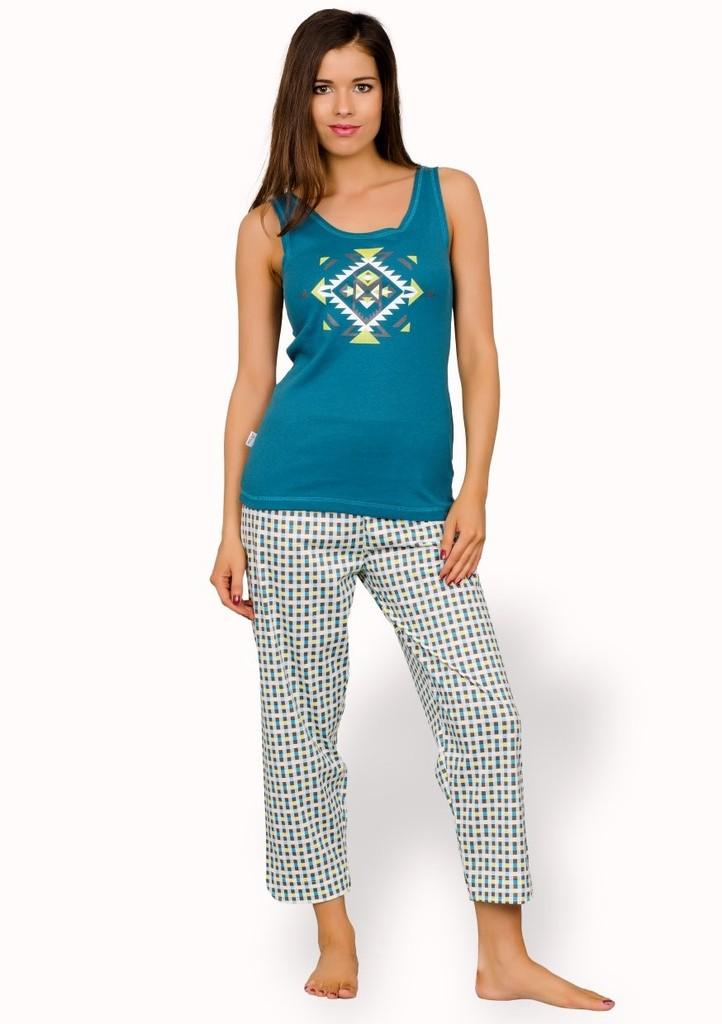 Dámské pyžamo s ornamentem a capri kalhotami