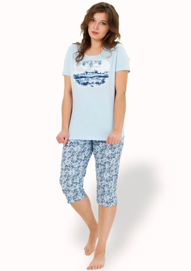 Dámské pyžamo s obrázkem krajiny  a capri kalhotami