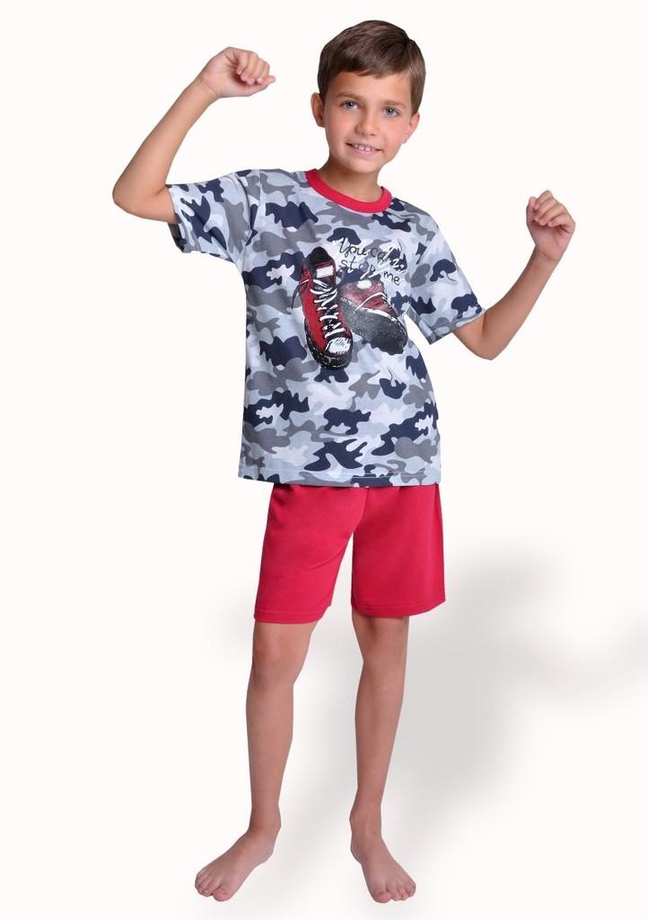 Dětské pyžamo s obrázkem tenisek a kraťasy