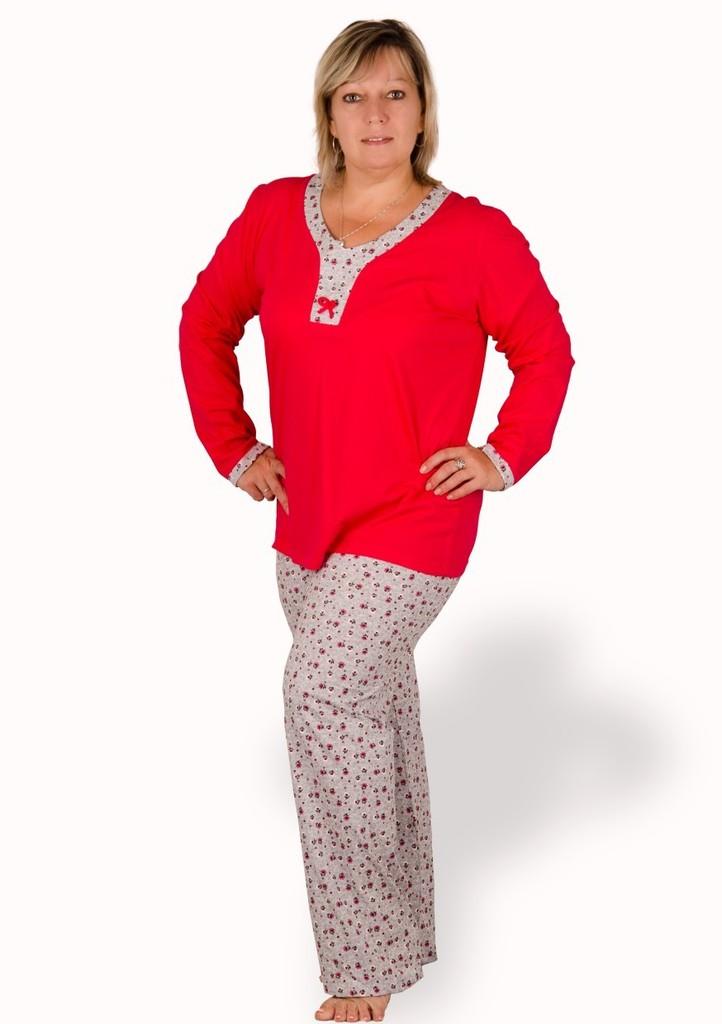 Dámské pyžamo nadměrné velikosti s květy