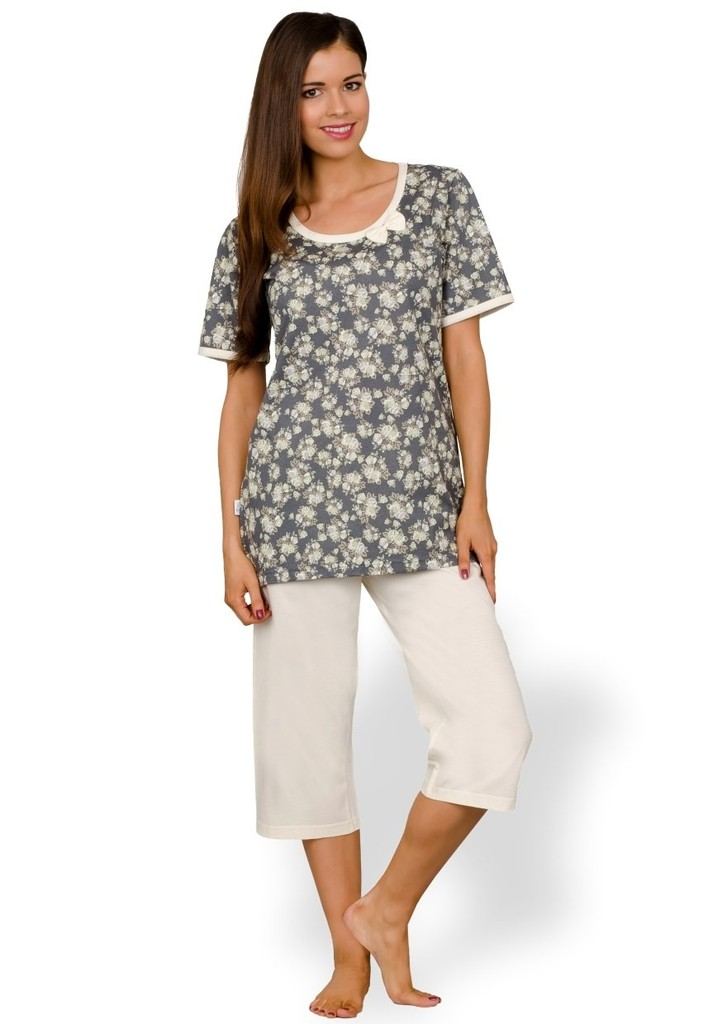 Dámské pyžamo se vzorem květů a capri kalhotami