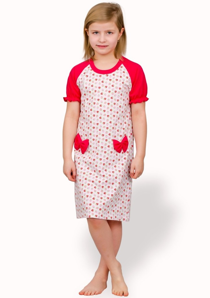 Dětská noční košile se vzorem jahod