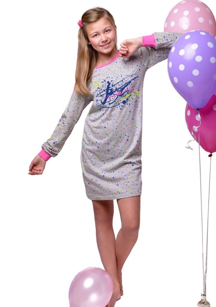 Dívčí noční košile se vzorem barevných skvrn