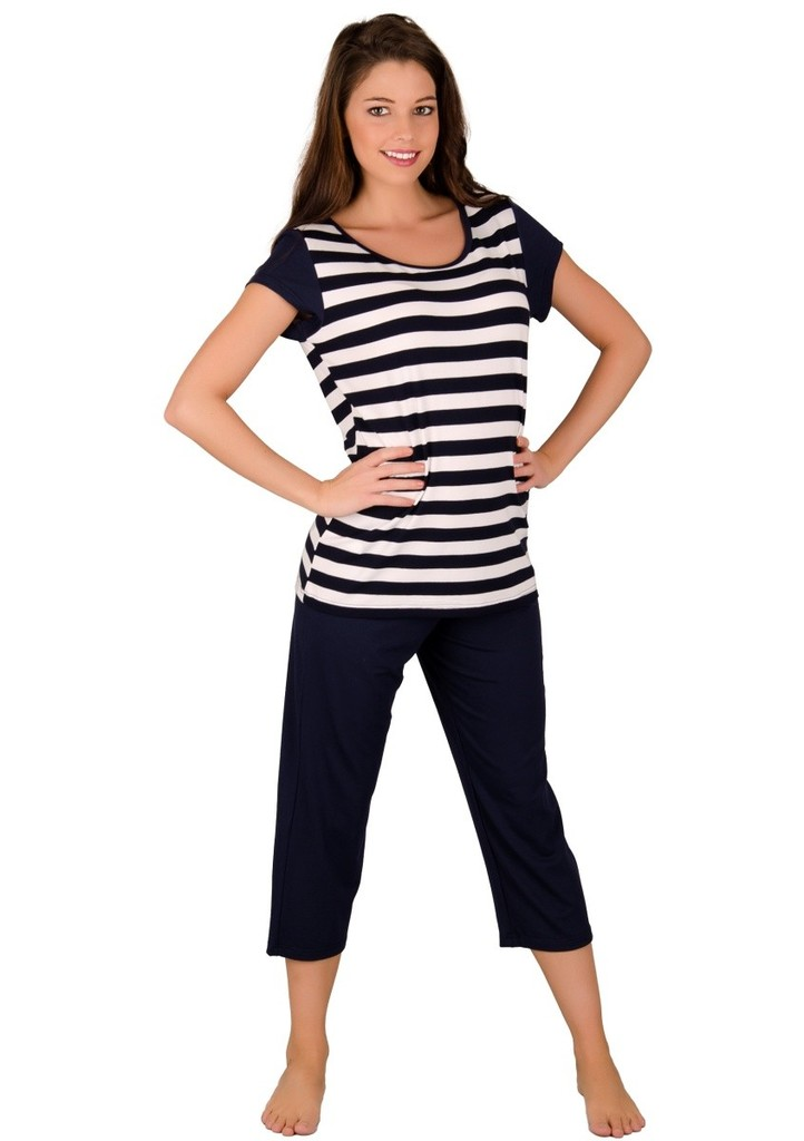 Dámské pyžamo se vzorem proužku a capri kalhotami