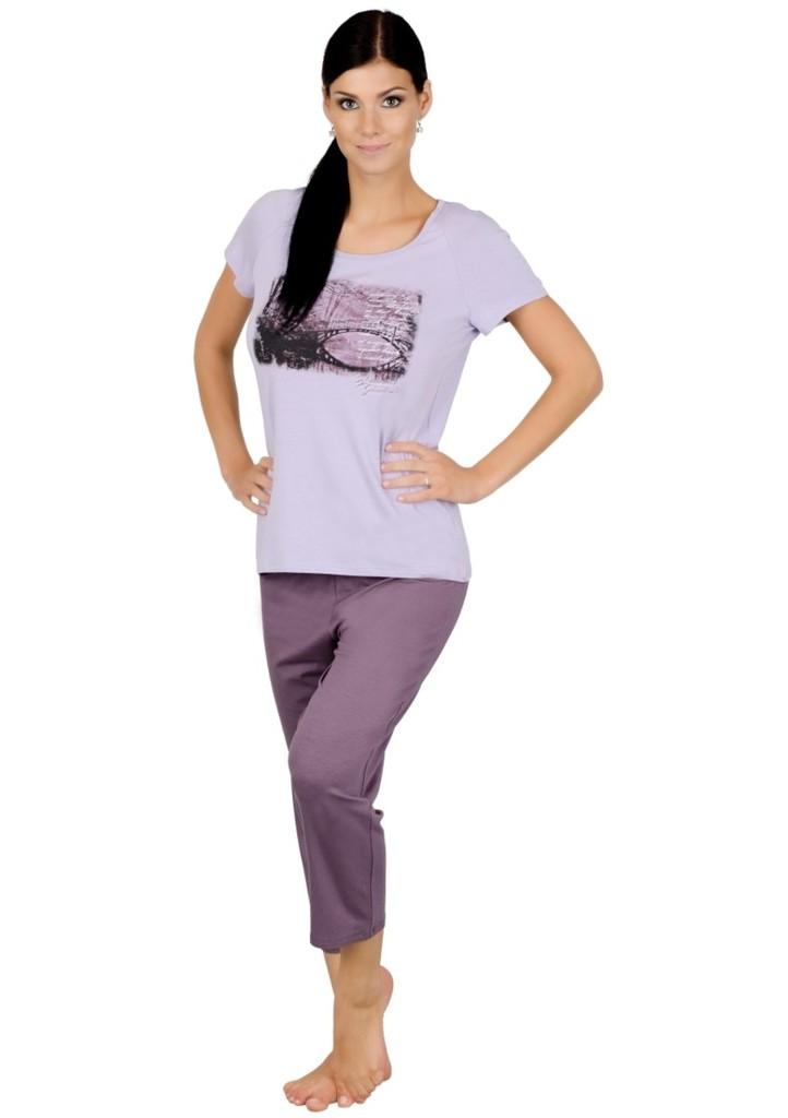 Dámské pyžamo s obrázkem mostu a capri kalhotami