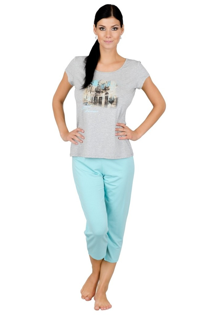 Dámské pyžamo s obrázkem uličky a capri kalhotami